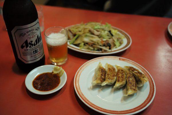 餃子、野菜炒め、ビール