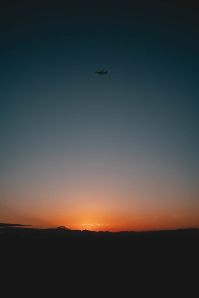 sunsets and airplanes
